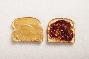 la mantequilla de maní y jalea
