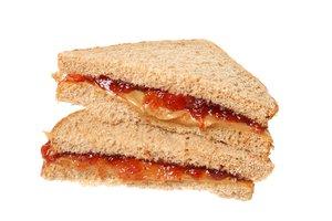 el sándwich de mantequilla de maní y jalea